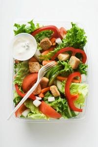 Miješana salata s preljevom od vrhnja