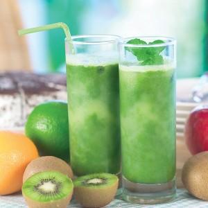 Ledeni zeleni čaj s kockicama kivija